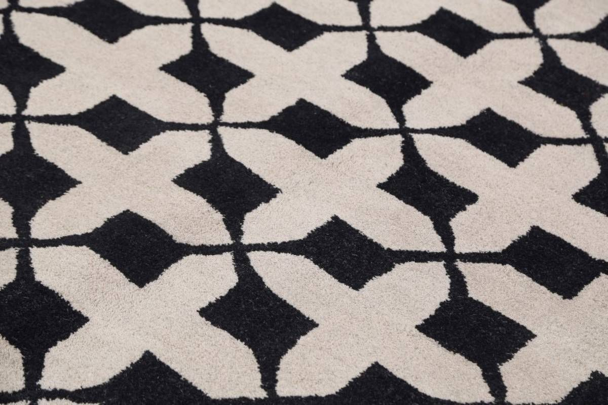 Hand-Tufted Checked Black/White Oriental Area Rug 5x8